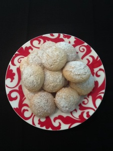 Italian Amaretti Cookies plated-red2