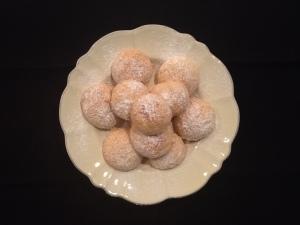 Italian Amaretti Cookies plated