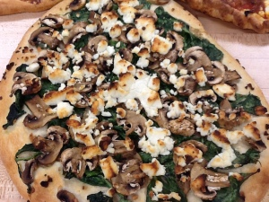 Pizza-spinach mushroom goat cheese olive oil